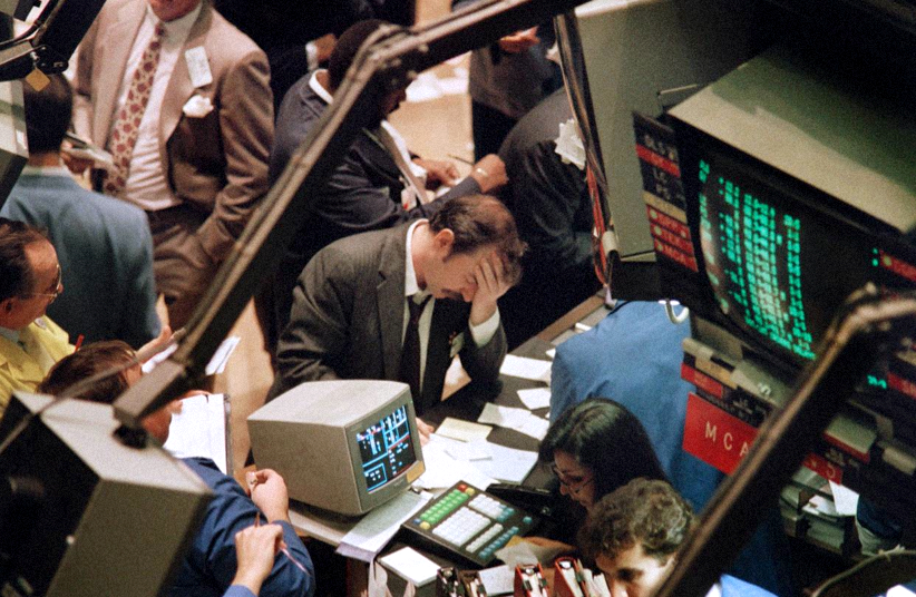 Traders on Oct. 19, 1987. Photo: MARIA BASTONE/AFP/Getty Images